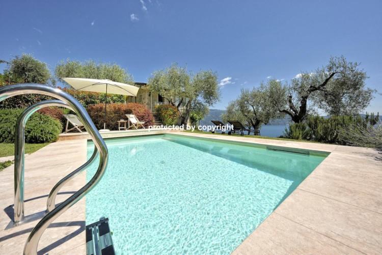 Luxury Apartment in Gargnano